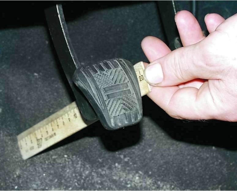 Водители достаточно часто сталкиваются с тем, что прокачал тормоза, а педаль проваливается.