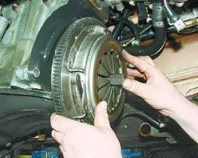 Замена сцепления ВАЗ 2110 без снятия коробки и слива масла 36