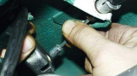 Как заменить трос стояночного тормоза