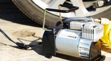 Компрессор для подкачки шин