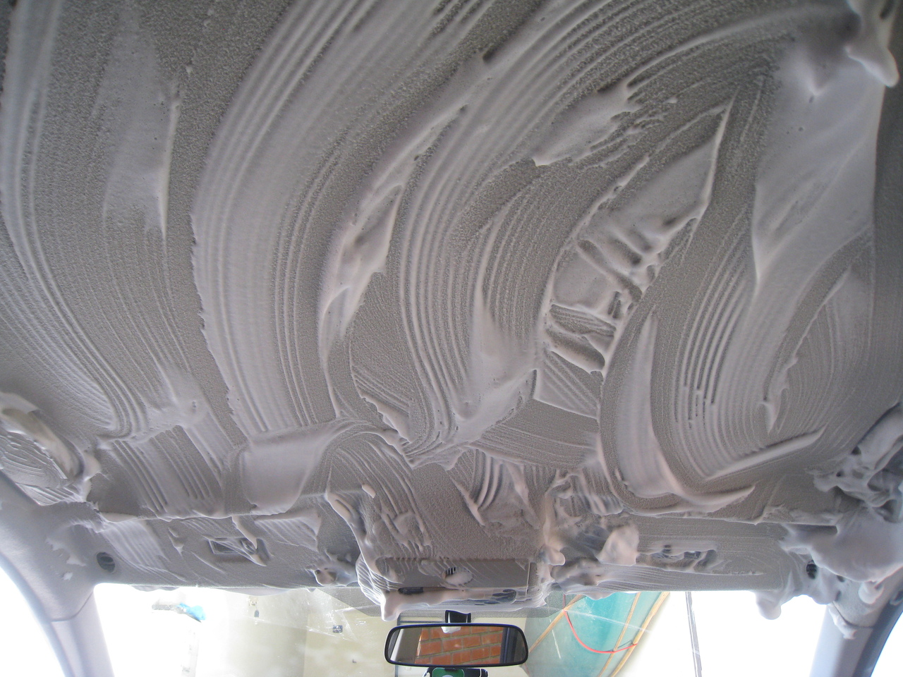 Как правильно мыть потолок в машине?