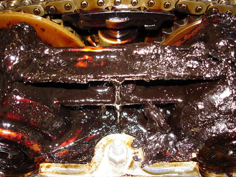 Убивающее двигатель масло