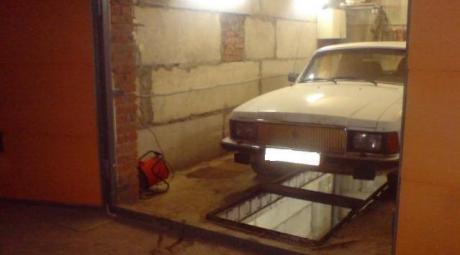 Автомобиль на смотровой яме
