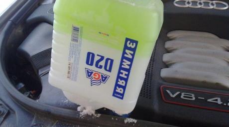 Замерзшая жидкость стеклоомывателя