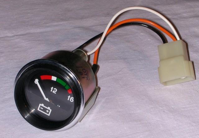 Автомобильный аналоговый вольтметр в стиле ВАЗ классика
