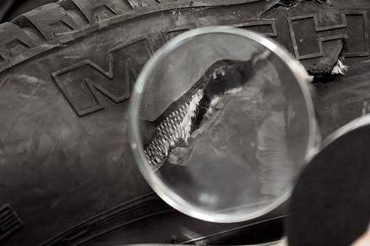 Боковой порез шины который невозможно качественно отремонтировать