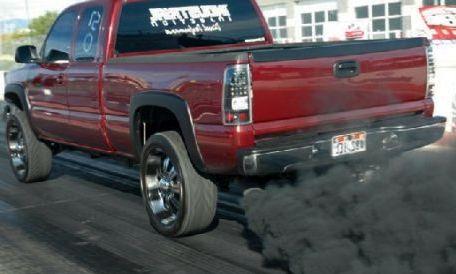 Черный дым из глушителя