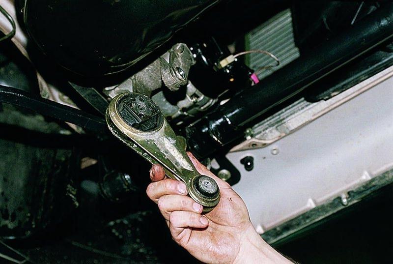 Установка подушек двигателя