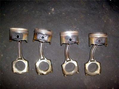 Последствия гидроудара двигателя - деформация шатунов
