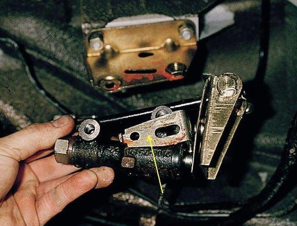 демонтаж) регулятора давления тормозов