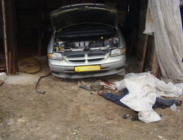 Гибель водителя в результате нарушения правил безопасности при ремонте машины