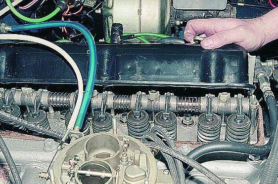 Головка двигателя со снятой клапанной крышкой