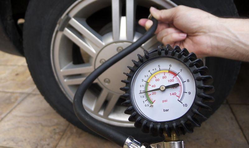 Индикатор давления компрессора в барах и psi