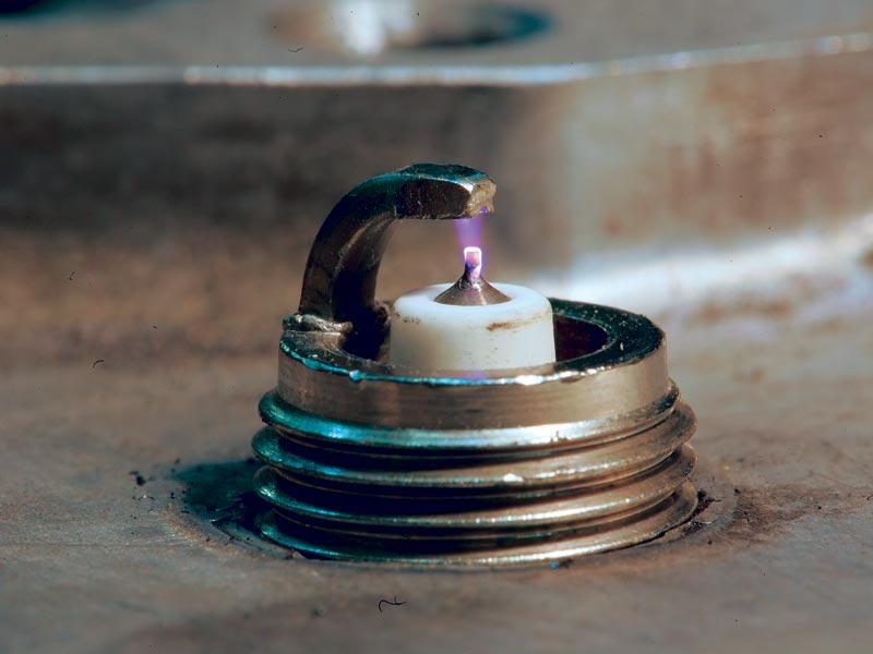 Искра иридиевой свечи
