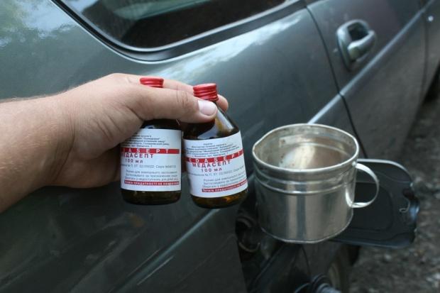 Удалить воду из бензобака спиртом