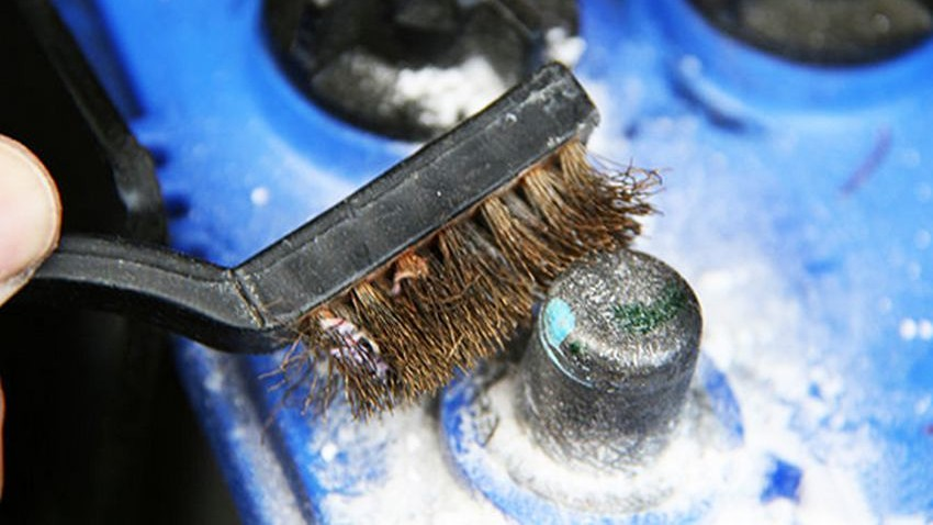 Как очистить окислившиеся клеммы