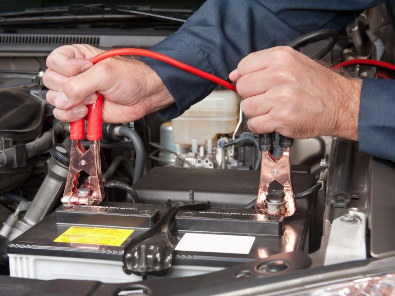 Как проверить, работает ли аккумулятор на авто