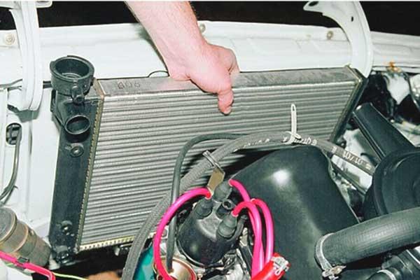 Как снять радиатор охлаждения