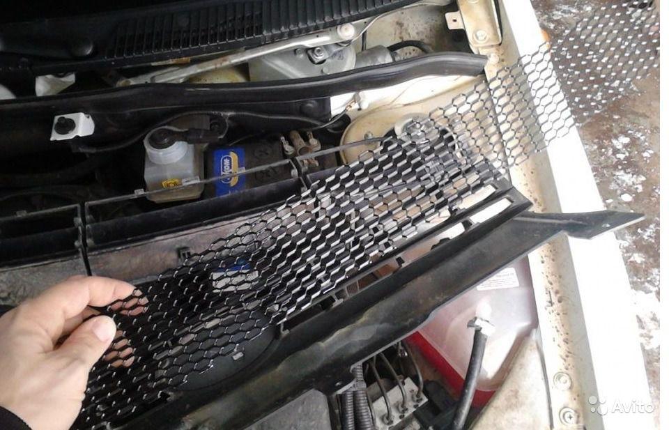 Как снять защитную решетку радиатора