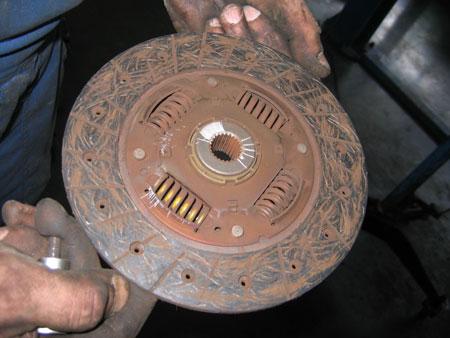Как выглядит изношенный диск сцепления