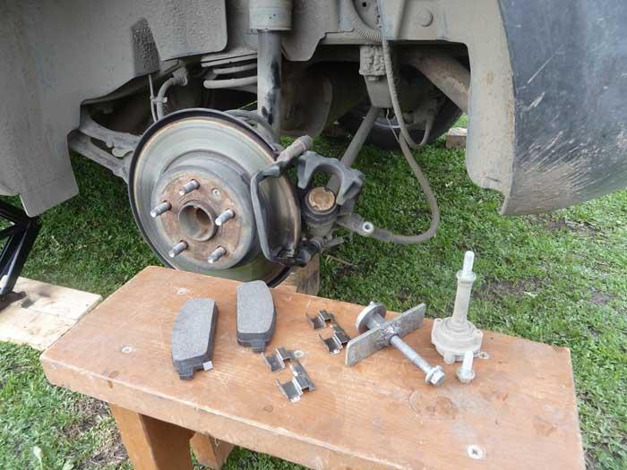 Как заменить тормозные колодки