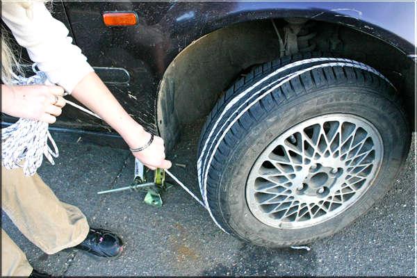 Как завести машину с помощью веревки