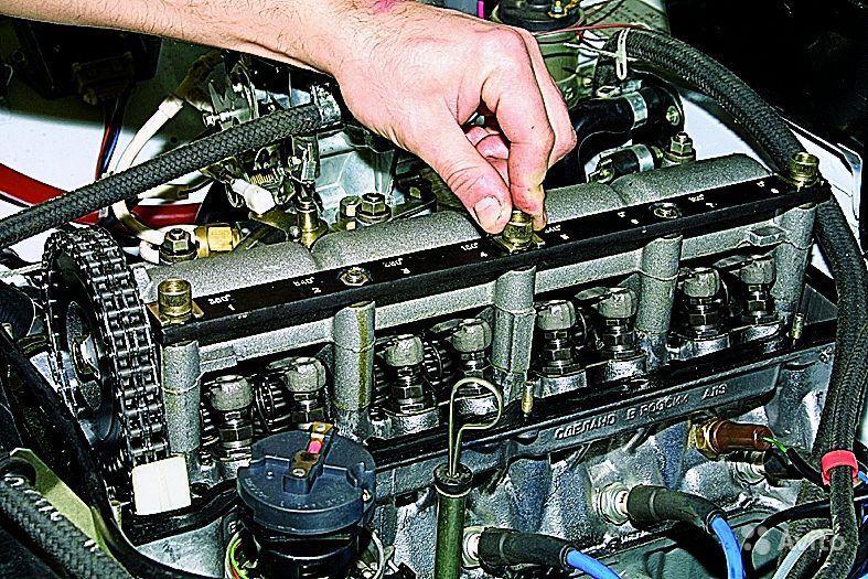 Клапанный механизм двигателя