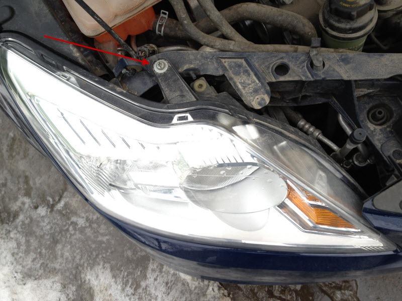 Меняем лампы ближнего света Форд Фокус 2