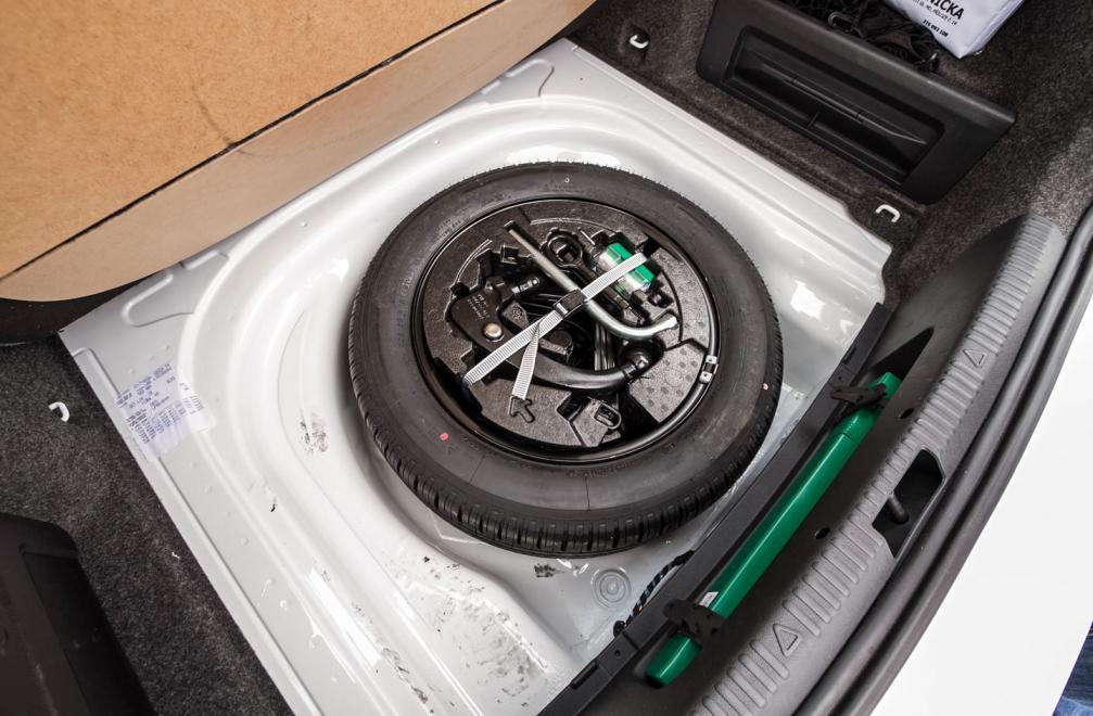 Набор инструментов для замены колеса