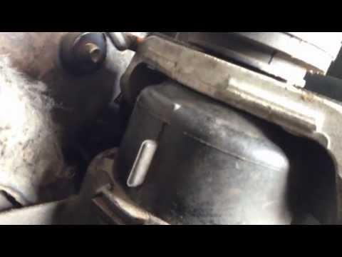 Неисправная передняя подушка двигателя