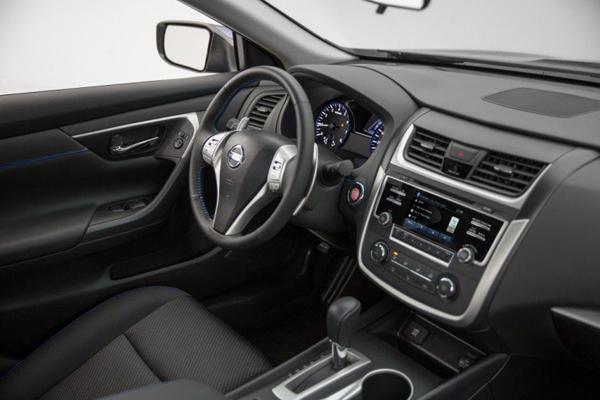 Nissan обновил седан Teana