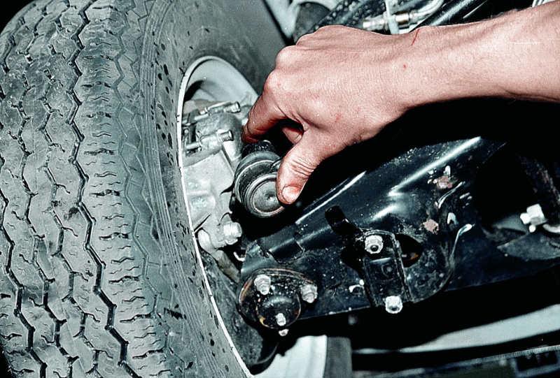 Определение выработки рулевых пальцев