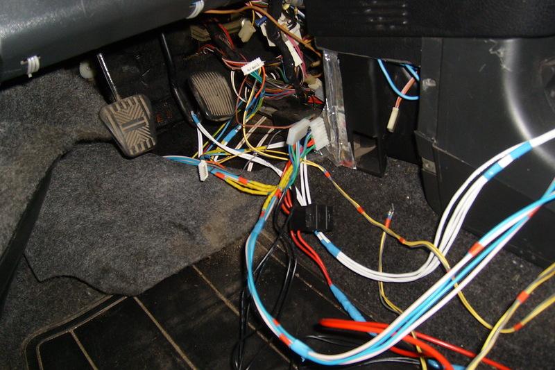 Прокладка проводки для подключения блока управления стеклоподъемниками