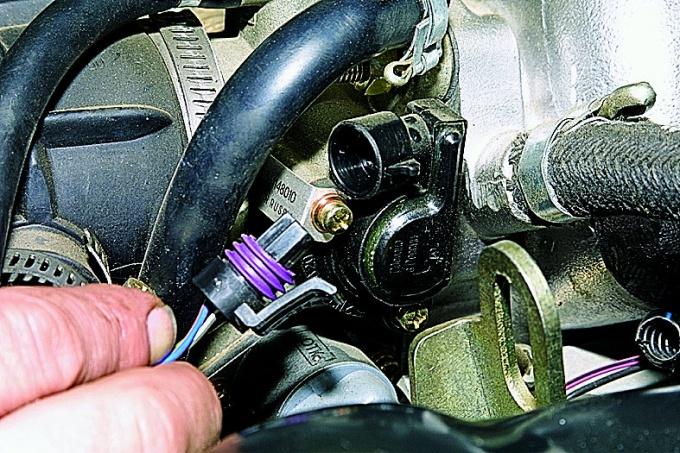 Расположение ДПДЗ на двигателе