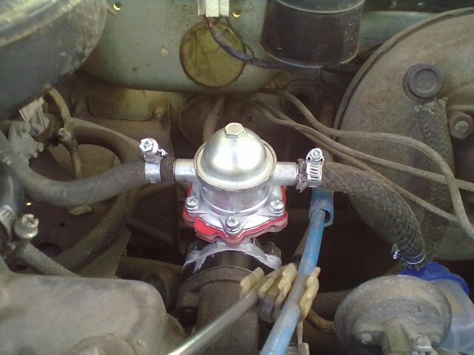 Расположение топливного насоса на карбюраторном двигателе