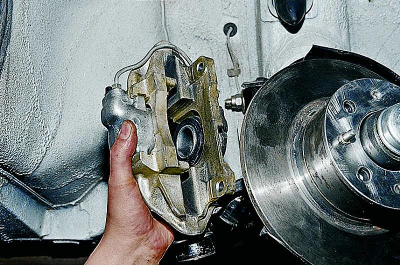 Ремонт переднего тормозного суппорта