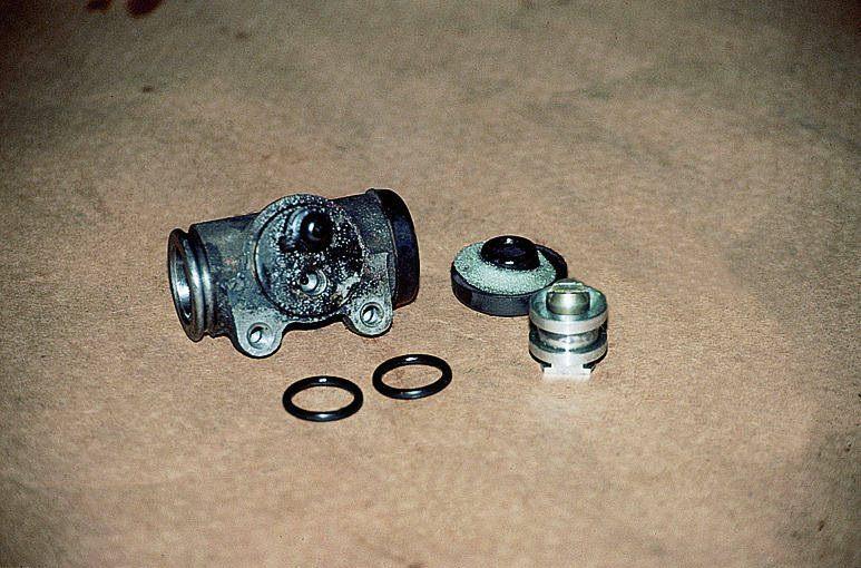 Резиновые манжеты и уплотнители рабочего тормозного цилиндра
