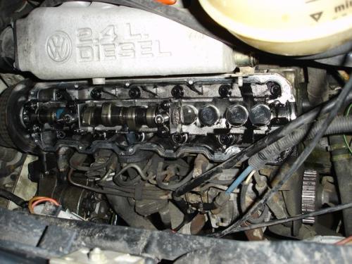Сломаный распредвал двигателя
