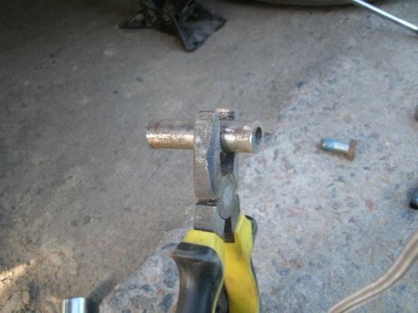 Срыв резьбы шпильки колеса