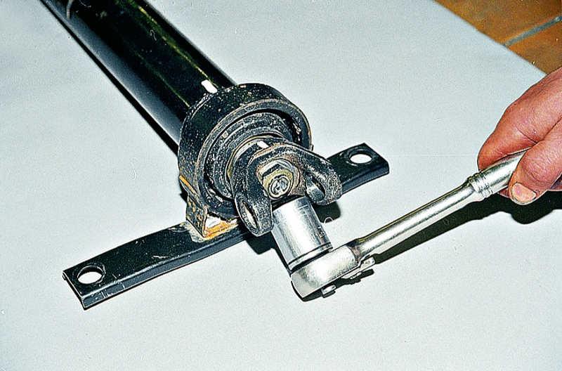 Замена подвесного подшипника карданного вала ВАЗ