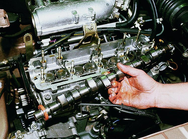 Как снять распредвал с двигателя