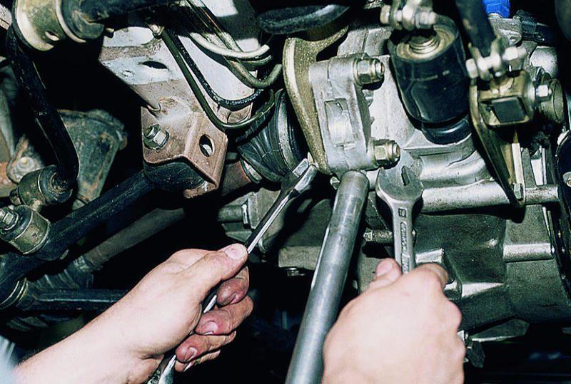 Замена задней опоры двигателя