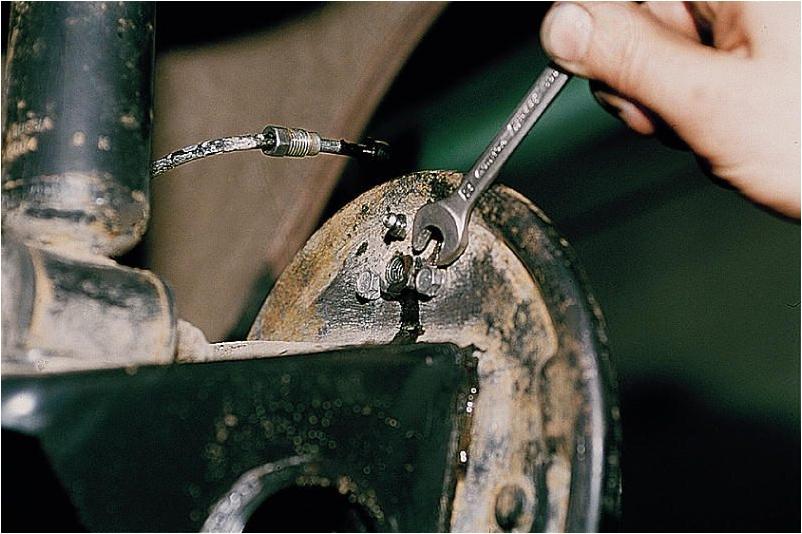 Замена задних тормозных цилиндров