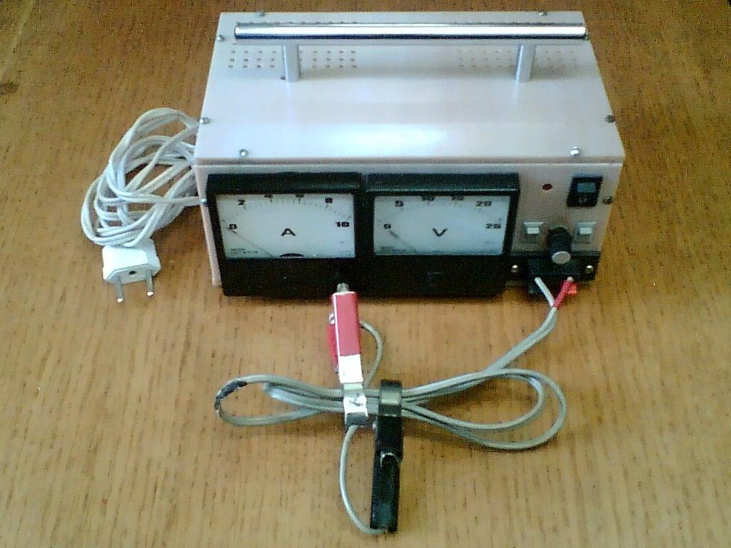 Зарядное устройство с регулировкой напряжения и тока