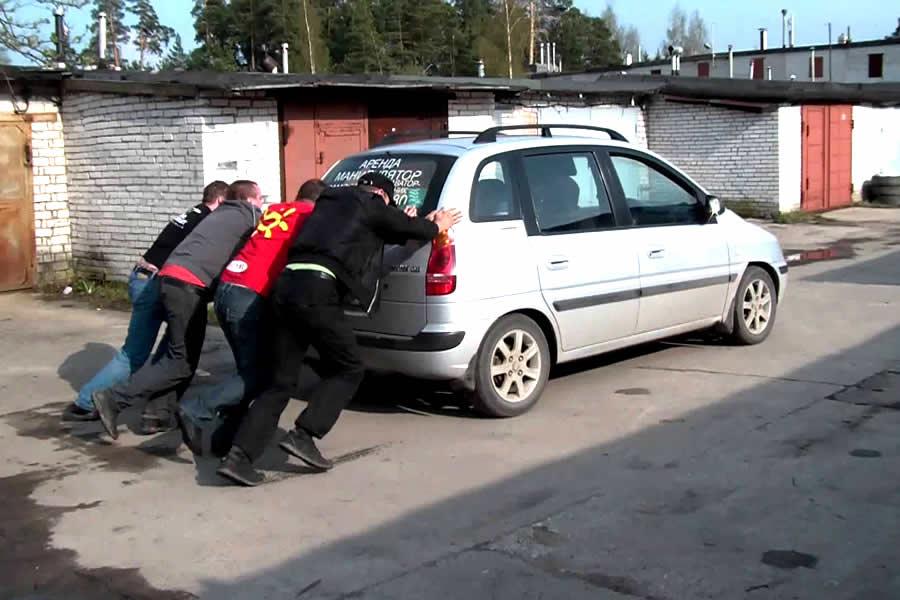 Завод машины с толкача